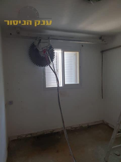 הרחבת חלון בחדר שינה בעזרת ניסור בטון מקצועי
