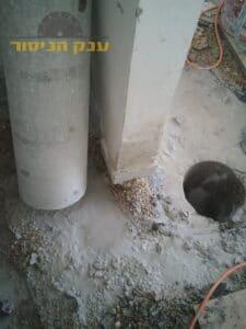 קידוח ברצפת בטון עבה במיוחד לצורך העברת תשתית