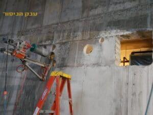 קידוח בקיר בטון על ידי קודח יהלום לצורך העברת תשתית בכל הגדלים בשכונת אגמים שבנתניה