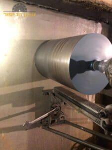 """קודח יהלום בביצוע קידוח בקיר בטון בעובי של 90 ס""""מ בשכונת נווה עופר בתל אביב"""