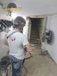 ניסור ביהלום לעיצוב ויישור קיר בטון. צילום: רזי